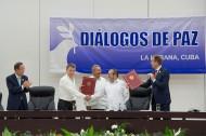 Ban Ki-moon , JM Santos, Timochenko et Raul Castro à La Havane le 23-06-16