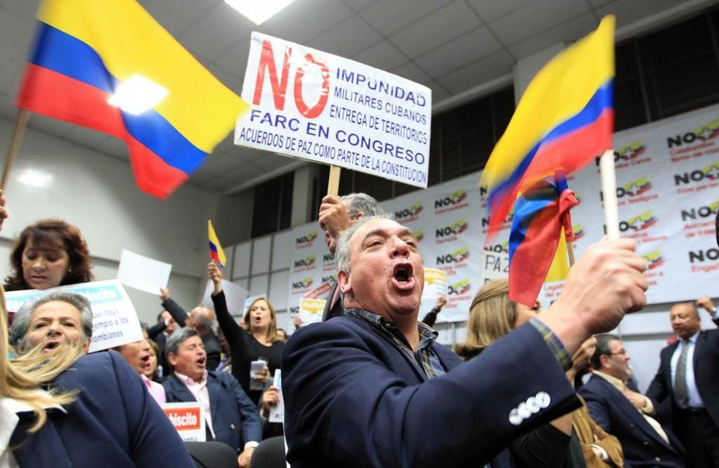 Des partisans du non manifestent avant le référendum en Colombie
